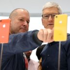 Jony Ive (links) und Apple-Chef Tim Cook
