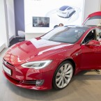 Tesla Model S in einem Showroom