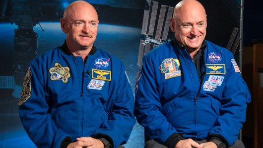 Die Astronauten Mark und Scott Kelly.